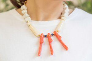 collar-resinas-corto-ramas-coral-facetadas-verano-bisuteria-personalizada