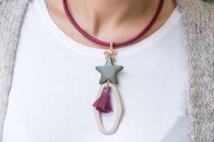 Collar-corto-seda-jades-estrella-aro-mate-irregular-borla-de-rafia