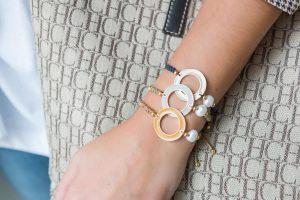 Pulsera-aro-esmaltado-perla-de-rio-nudo-de-serpiente