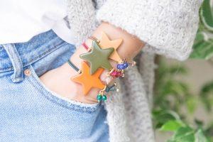 Pulsera-estrella-resina-con-ramillete-jades