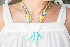 collar-cinta-etnica-aro-coral-rocalla-strass-pompon-verano-bisuteria2