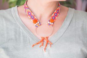collar-cinta-etnica-aro-coral-rocalla-strass-pompon-verano-bisuteria
