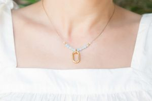 collar-corto-minimalista-jades-aro-ovalado-zamak