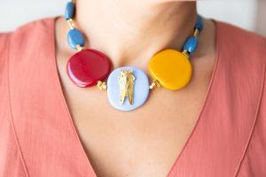 collar-resinas-bolas-facetadas-zamak-oro-mostaza-granate-escarabajo-multicolor-cadena-bisuteriapersonalizada2(1)