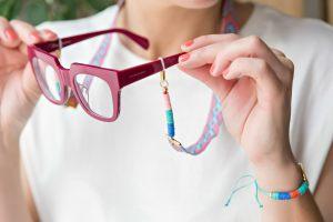 cuelga-gafas-cinta-etnica-efecto-macramé-discos-arcila-polimerica-moda-verano-tendencia-color4