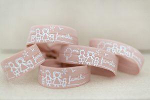 pulseras-cinta-elastica-familia-persomaliza-tu-pulsera-zamak-terminales-bisuteria-personalizada-coleccion-mana-olana-siempre-hacia-adelante1