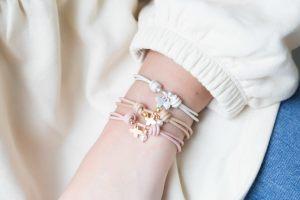 pulseras-cuero-nudos-corredizos-cruz-perla-mini-detalles-comunion-detalles-personalizados4