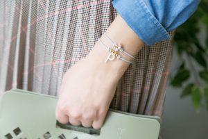 pulseras-detalles-boda-elasticas-inicial-nacar-corazon-nacar-entre-pieza-pez-perla-de-rio-ramillete-jades-facetados-borla-hilo2