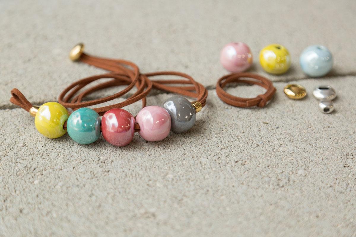 MATERIALES-Collar-antelina-bolas-de-cer-mica-y-cierre-de-bot-n-oro14-45-plata-13-80--2